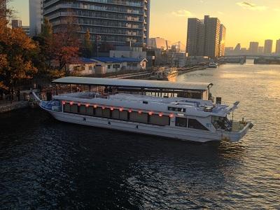 夕方の屋形船